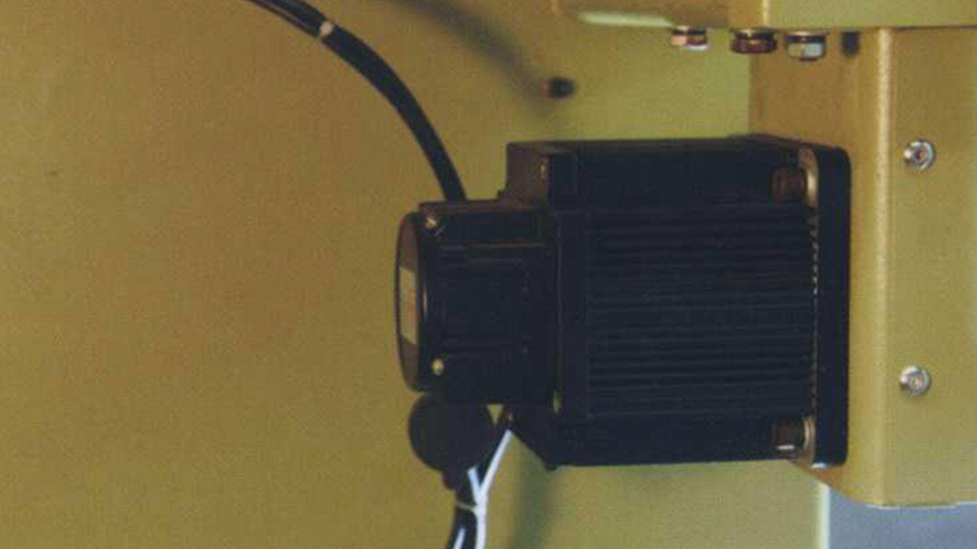 Likra Sistemli Mini Jakarlı Yaka Makinası JP612A
